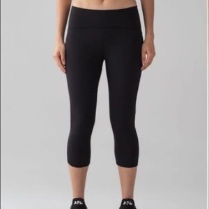 Lululemon Black Train Times 17' legging/Crop Sz. 4